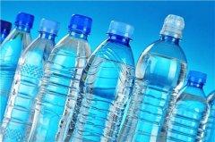 放了2瓶水在车里,竟然出事了!夏天这些东西千万别放车里